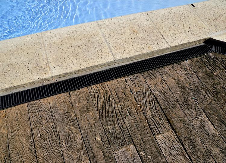 usar madera artificial símil quebracho en el jardín 2